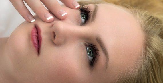 Кожата около очите